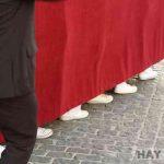 4 costaleros desmayados por culpa de un pedo debajo de un paso