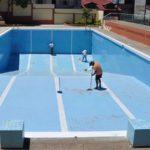 Detenido bañista por eyacular a diario en la piscina y embarazar a 27 mujeres