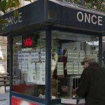Despedido vendedor de la ONCE por frotarse los cupones por los testículos para darles suerte