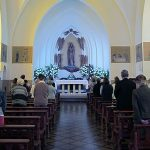 Un cura se caga en dios durante una misa porque nadie se sabía las oraciones