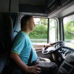 Lleva 14 años haciéndose pasar por camionero para no aguantar en casa a su mujer