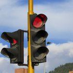 Se salta 9 semáforos en rojo porque se cagaba y consigue librarse de la multa