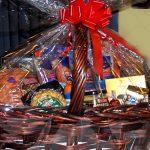 Puticlub sortea una cesta de Navidad y le toca al cura
